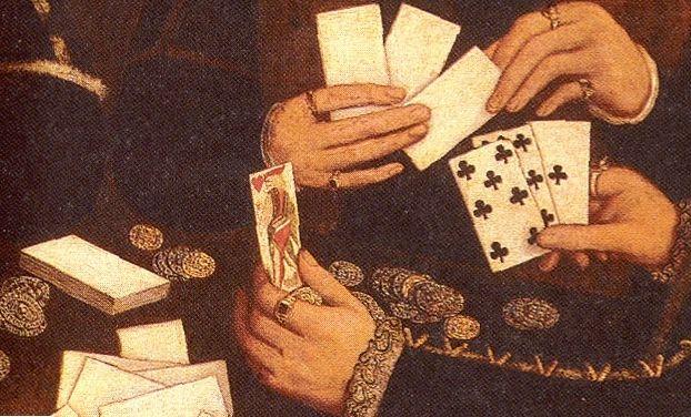 Les gens jouent aux cartes à la table