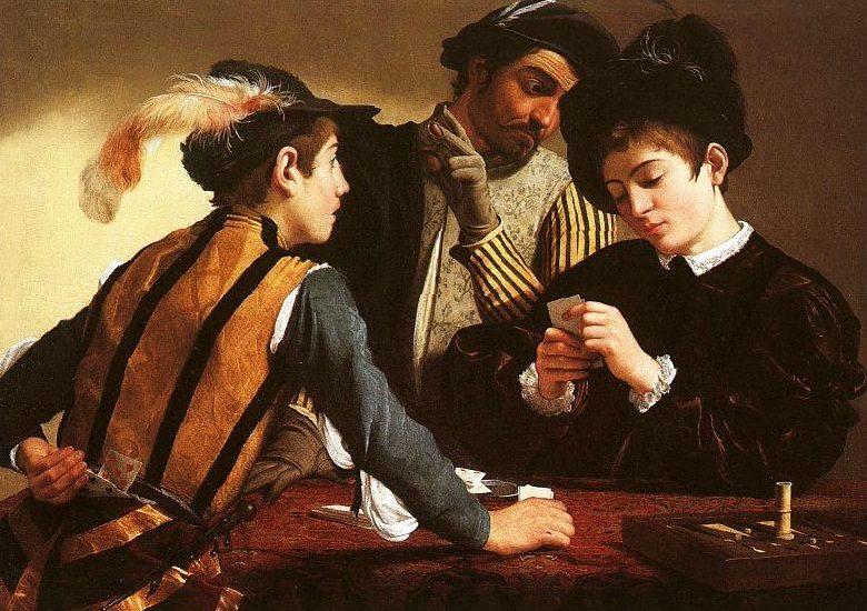 Un homme et une femme jouant aux cartes
